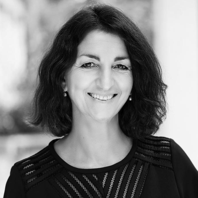 Dr. Sylvia Kaufhold, Maître en droit